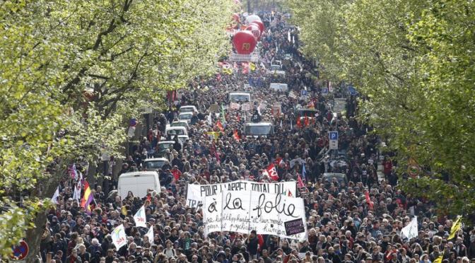 Gli studenti francesi in piazza per difendere il proprio futuro