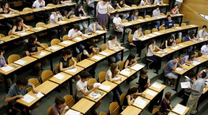Fermiamo lo smantellamento degli aiuti allo studio: meno regali ai ricchi, più borse agli studenti!