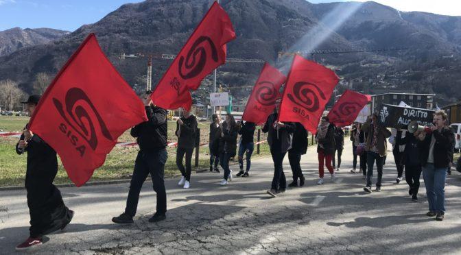 """Flashmob """"Funerale del diritto allo studio"""" a Bellinzona"""