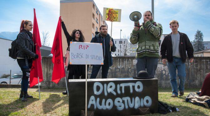 """Flashmob """"Funerale del diritto allo studio"""" al CSIA (Lugano)"""