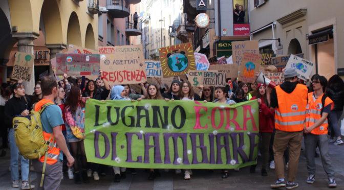 Il SISA in piazza per un trasporto pubblico gratuito in favore dell'ambiente e degli studenti.
