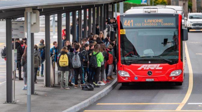 Affollamento dei mezzi pubblici: il DECS conferma il problema, ma si limita ai cerotti